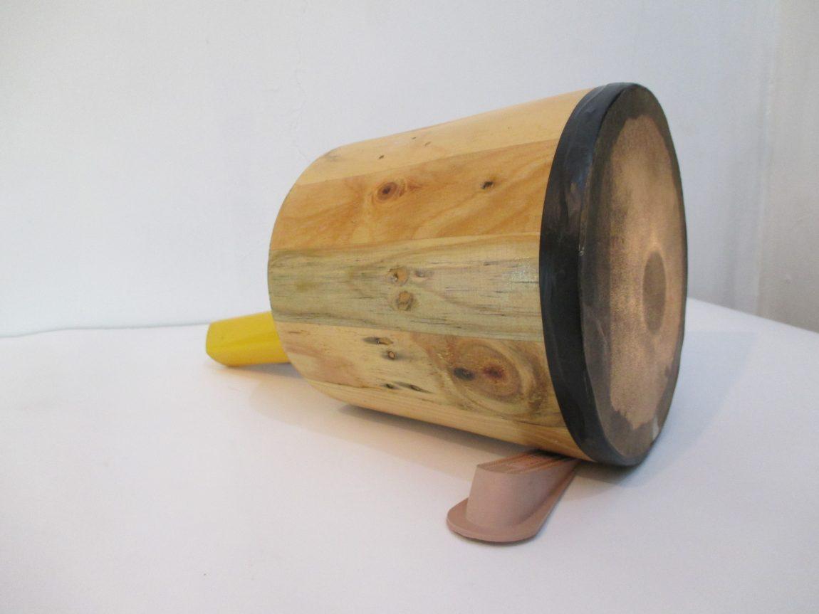 tambor, lampara de mano, 2 tranca puertas, 26 x 36 x 20 cm, Venezuela 2014